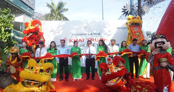 Công ty tổ chức lễ khai trương giá rẻ tại Nha TrangI Vietcombank khai trương phòng giao dịch Lê Thánh Tôn
